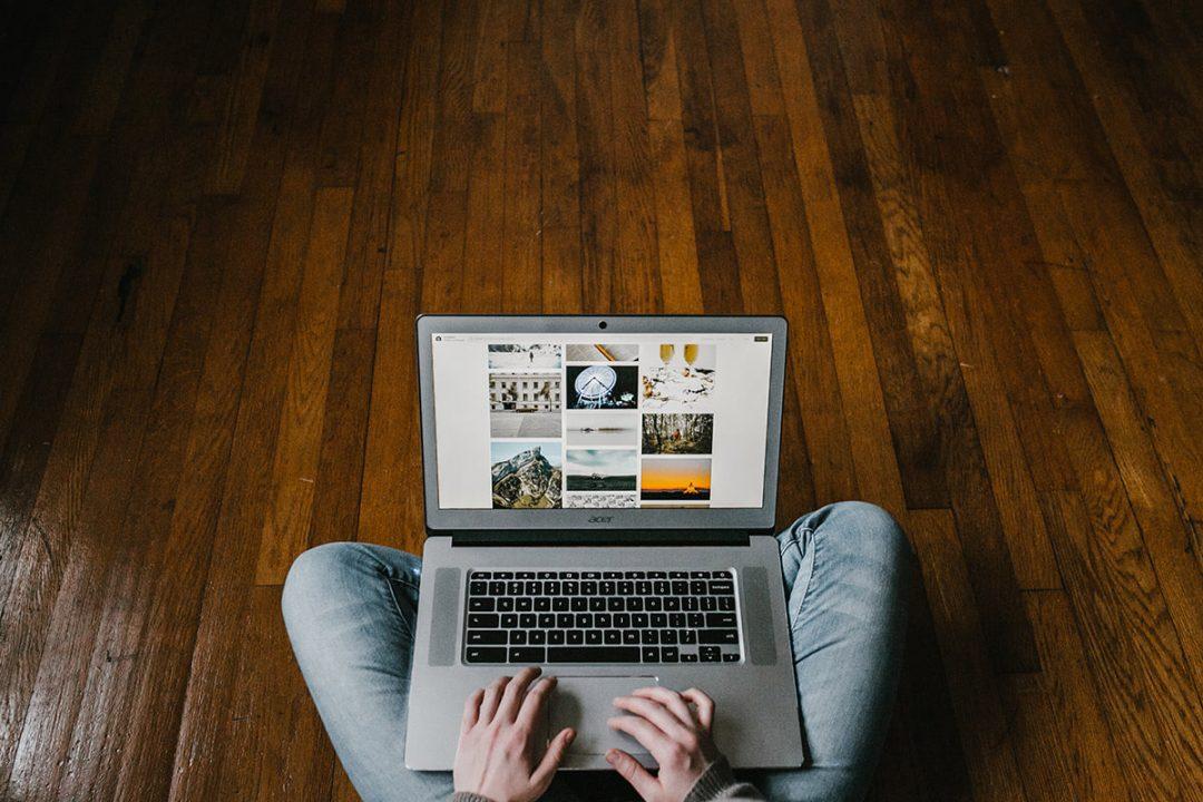 Máte často notebook na kolenách?